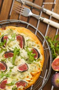 Weiße Pizza rezept mit Feigen, Gorgonzola und Rucola #weissepizza #whitepizza #pizzabianca #gorgonzola #feigen