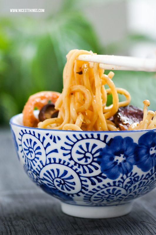 Ramen Rezept japanische Nudelsuppe mit Rind und Pilzen #ramen #ramenrezept #ramensuppe #nudelsuppe #asiatisch #ramenbowl #foodblogger #rezepte