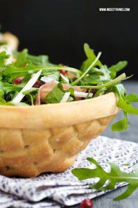 Essbare Schalen aus Teig flechten essbare Salatschüssel Brotschalen #breadbowl #party #essbareschalen #brotschale #pizzateig #salat #salatschüssel
