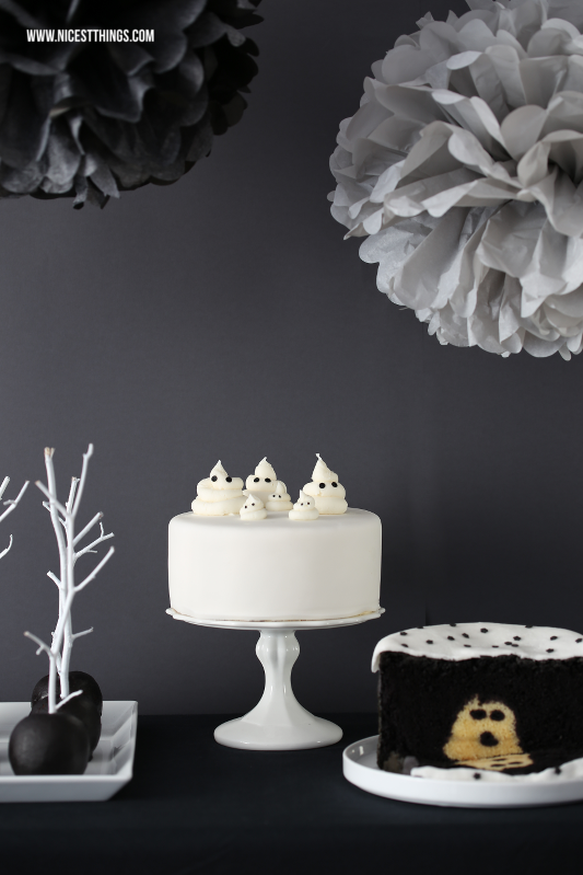 Halloween Sweet Table In Schwarz Weiss Mit Geister Torte Nicest Things