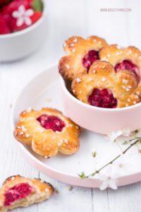 Handpies mit Erdbeeren Rezept Mini Pies Erdbeerpies #handpie #handpies #erdbeeren #strawberries #minipies #pie #dessert #frühlingsrezepte