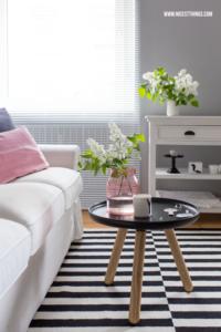 Frühlingsdeko Ideen Wohnzimmer Ikea Teppich Stockholm Frühlingsdeko Ideen Wohnzimmer Rosa Glasvase #frühlingsdeko #dekoideen #wohnzimmer #wohnzimmerdeko #frühling #rosa #tablo #beistelltisch #glasvase #flieder
