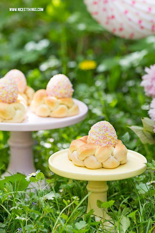 Hefenester Hefekränze Oster Rezept Ostereier dekorieren mit Zuckerperlen Easter Eggs Sprinkles Nonpareilles DIY Idee Ostern #osterdeko #osterbrunch #easter #hefenester #hefekranz #osterrezepte #osterfrühstück