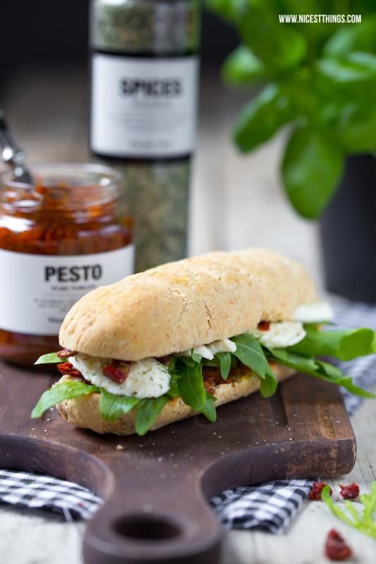 Dinkelbaguette Rezept Mini Baguettes Sandwiches mit Pesto Rucola Mozzarella #dinkel #baguette #dinkelbaguette #sandwich# mozzarella #rucola #pesto #nicolasvahe