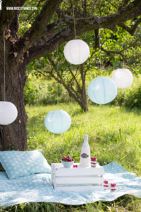 Vintage-Picknick und Kirsch Cheesecake im Glas