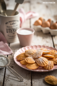 Dark and Moody Food photography madeleines Thermomix Rezept #darkandmoody #foodphotography #madeleines #thermomix