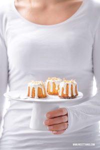 Kuchen mit gebrannten Mandeln und Blattgold #gebranntemandeln #weihnachten #canneles #blattgold