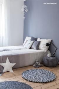 Kugelteppich Filzkugelteppich rund grau Schlafzimmer #kugelteppich #filzkugelteppich #feltballrug #schlafzimmer #bedroom