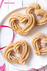 Herz Churros in Herzform Herzchurros Heart Shaped Churros #churros #valentinstag #hearts #valentines #churro