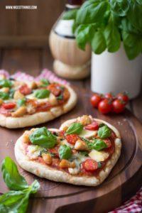 Pizza Herz / Herzpizza mit Géramont und Hähnchen