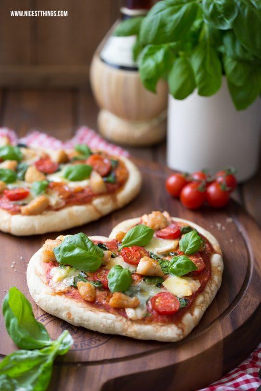 Pizza Herz Herzpizza mit Géramont und Hähnchen
