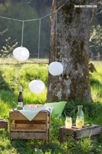 Weinkisten Picknick mit Bärlauchschnecken und Melonenlimonade