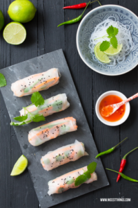 Sommerrollen Rezept Summer Rolls mit Garnelen und Reisnudeln #sommerrollen #asiatisch #summerrolls #asianfood #partyrezepte #leichterezepte #foodblogger #rezepte