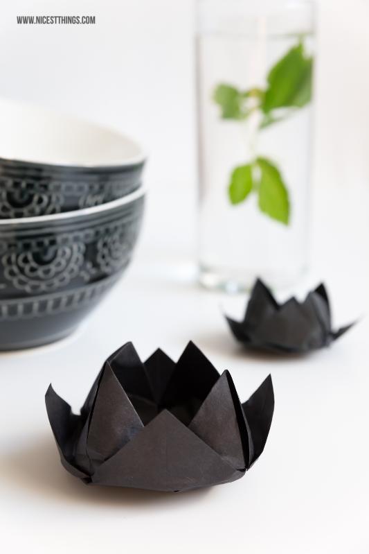 Origami Lotus Lotusblüte DIY Teelichthalter aus Papier falten #origami #lotus #lotusblüte #diy #teelichthalter