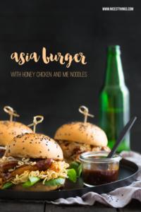 Asia Burger mit Sojasaucen-Buns, Honighühnchen &#...