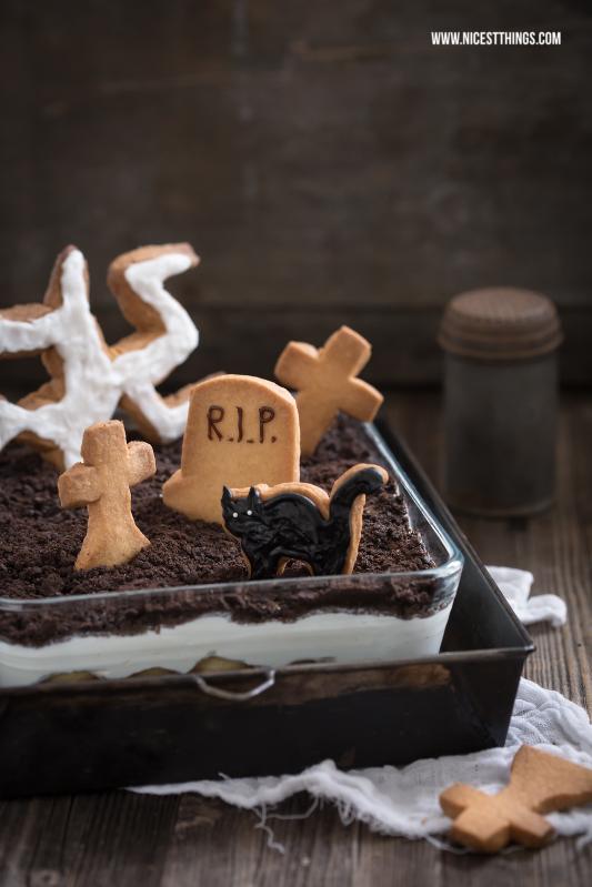 Halloween Dessert: Friedhofcreme mit Grabsteinkeksen