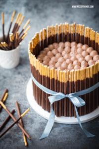 Mikado Torte (Pocky Cake) Rezept mit Schokoladen-R...