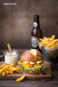 Fischstäbchen Burger Rezept, Fischburger mit Wellenschnitt-Pommes