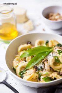 Bärlauch Tortelloni mit Pecorino, Trüffel und Kräuterseitlingen