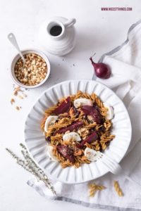 Glutenfreie Pasta mit roter Bete, Ziegenkäse und ...
