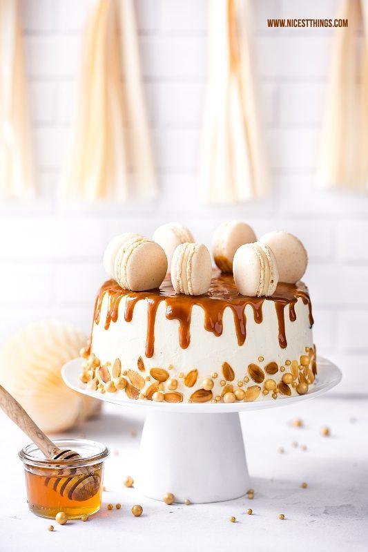 Honigtorte mit Honigkuchen, Milchcreme, Dulce De L...