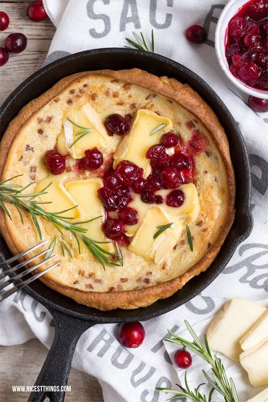 Dutch Baby herzhaft mit Käse (Géramont, Brie), Cranberries und Schinken Rezept