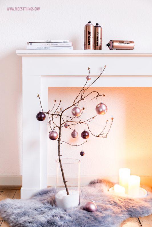 DIY Weihnachtsdeko Kaminumrandung Zweig Kugeln Metallic