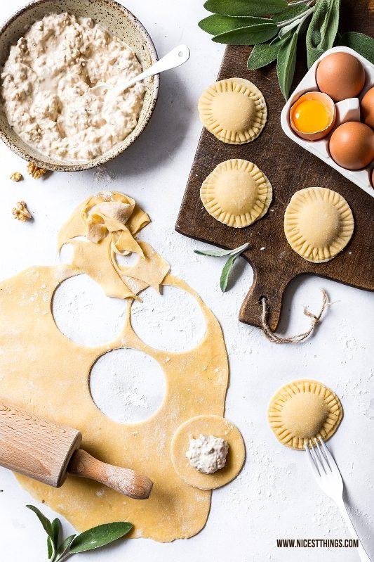 Ravioli selber machen mit Füllung aus Ziegenkäse, Walnüssen, Senf und Honig