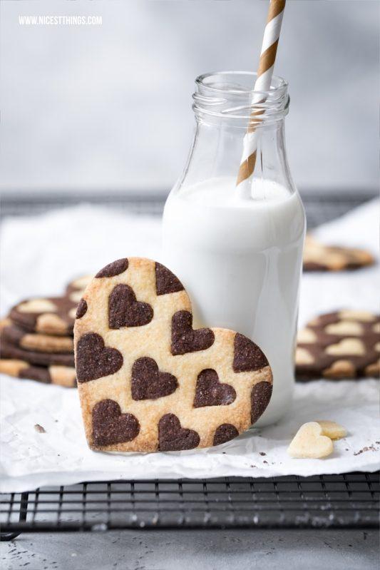 Zweifarbige Herzkekse oder Plätzchen / Bicolor Heart Cookies