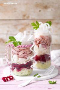 Leberkäse Salat im Glas mit Ziegenkäse, rote bete und suessem Senf Dressing