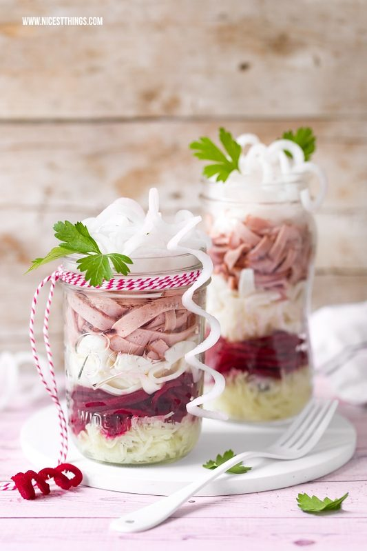 Leberkäse Salat im Glas, rote Bete, Ziegenkäse &...