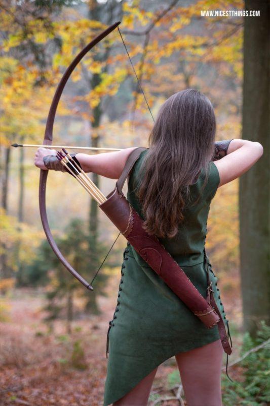 Bogenschützin Kostüm Themenshooting Waldelfe Cosplay Herbst