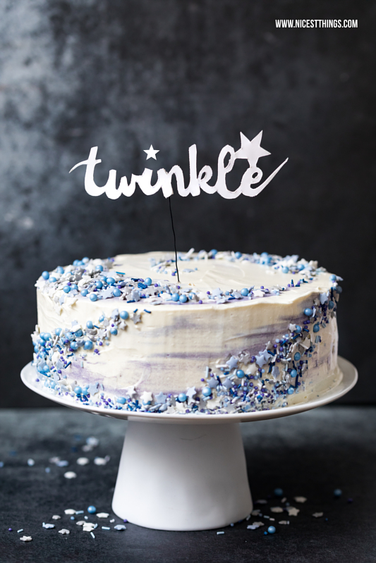 Galaxy Torte Rezept mit Mohn, weißer Schokolade u...