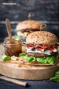 Herbst Burger Rezept mit Walnusspesto, Gorgonzola,...