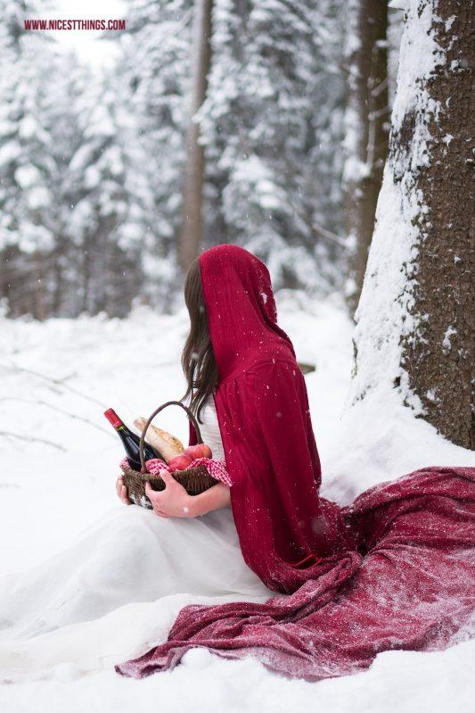 Rotkäppchen Shooting Märchen Fotoshooting im Schnee