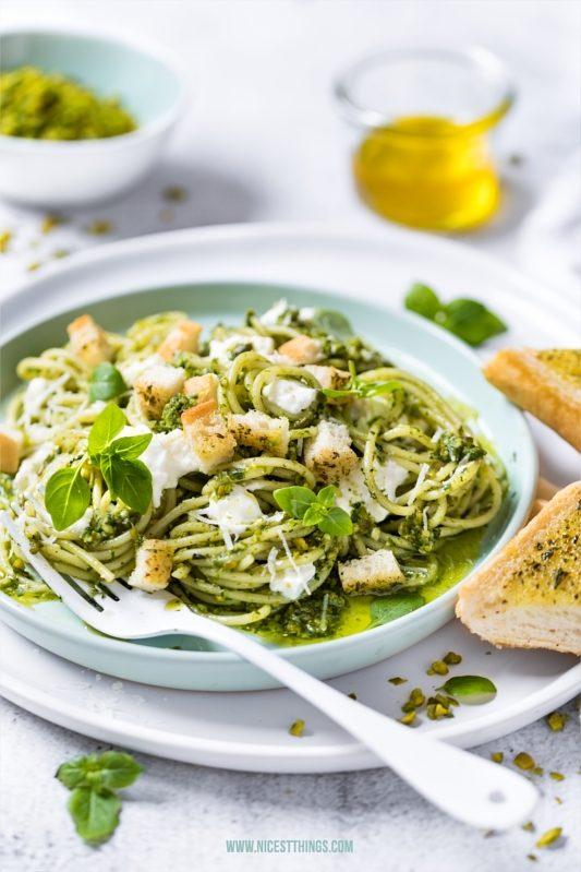 Pistazien Pesto Rezept mit Spaghetti Pasta und Burrata
