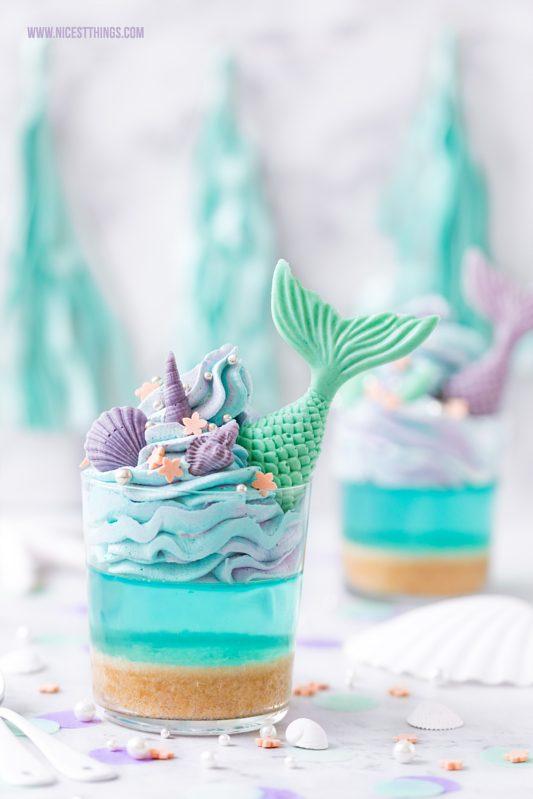Meerjungfrau Dessert aus blauer Götterspeise und Flossen aus Fondant für Meerjungfrau Party