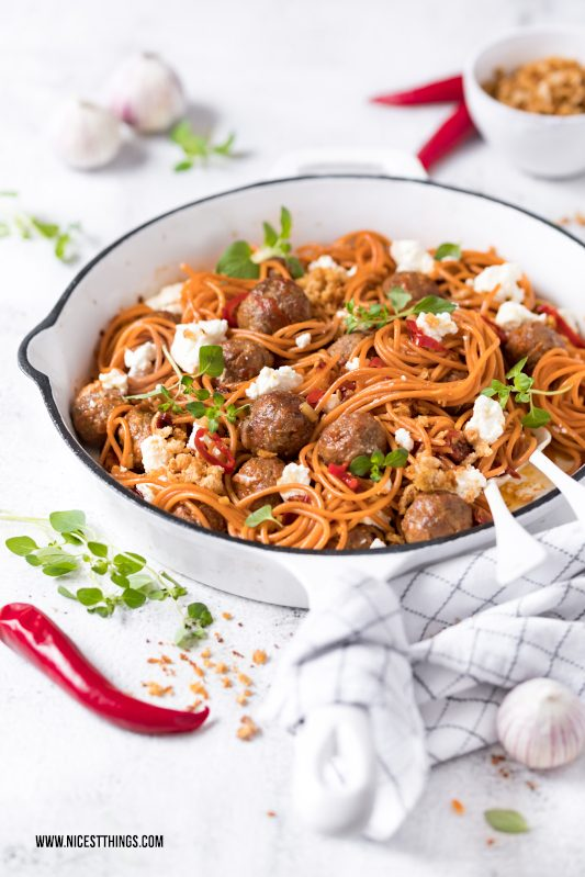 Chorizo Spaghetti mit Chorizo Hackbaellchen, Ricotta, Chili, Knoblauch #chorizo #spaghetti #pasta #meatballs