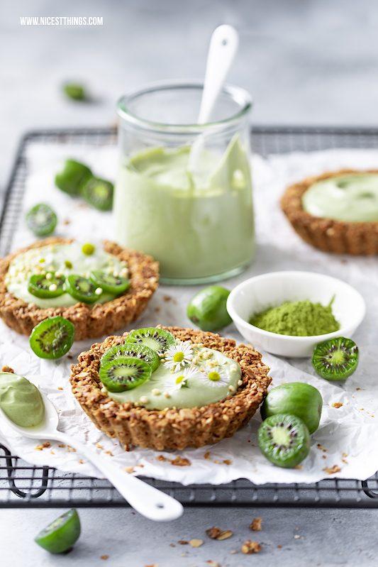 Granola Tartelettes mit Nergi Mini Kiwis Matcha Joghurt Rezept #nergi #minikiwi #tartelettes #frühstück #kiwibeeren #kiwiberries