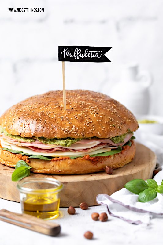 Muffuletta Sandwich Rezept mit Pesto, Salami, Käse #muffuletta #sandwich