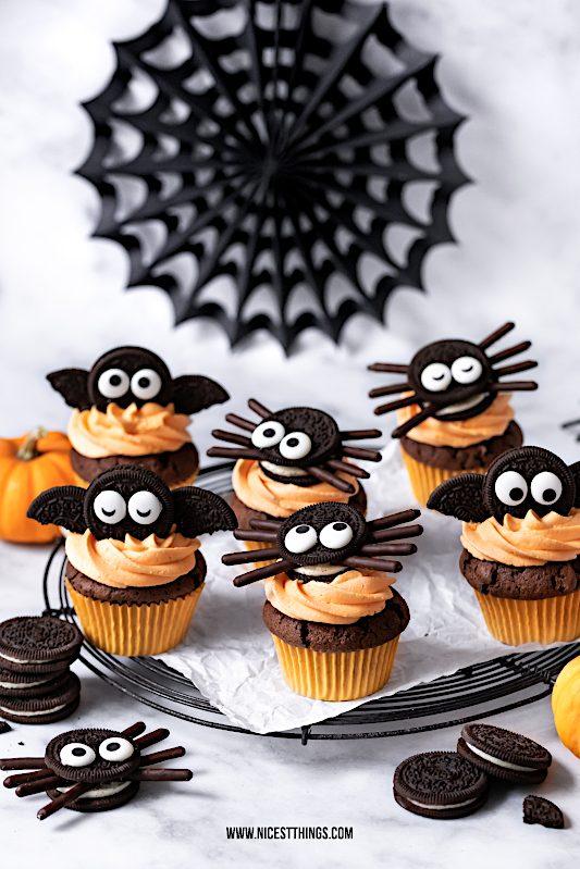 Halloween Cupcakes Oreo Fledermaus Cupcakes Spinnen #halloween #cupcakes #muffins #oreocupcakes #halloweenrezepte #spinnen