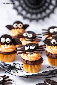 Fledermaus Cupcakes und Spinnen Cupcakes: ein Hall...