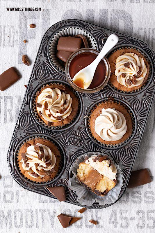 Daim Cupcakes mit Karamell Kern Rezept Karamell Frosting #daim #cupcakes #karamell #caramel #chocolate #muffins
