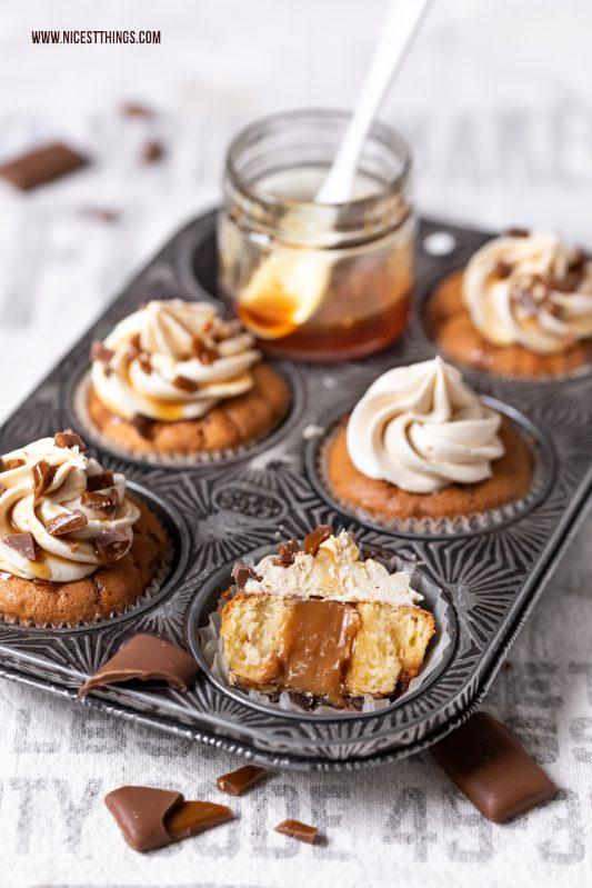 Daim Cupcakes Rezept mit Karamell Kern und Karamell Frosting #daim #caramelcore #cupcakes karamell #karamellcupcakes #muffins
