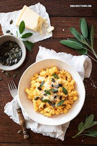 One Pot Pasta Kürbis Mac and Cheese Salbei #onepotpasta #kürbis #pasta #kürbispasta #kürbisrezepte #macandcheese