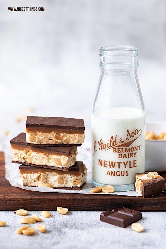 Schokoriegel selber machen Rezept Erdnüsse Karamell Schokolade #schokoriegel #erdnüsse #pralinenrezept #pralinenselbermachen #peanutbutter #ültje #buttercups #chocolatebars #caramel