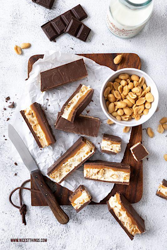 Schokoriegel selber machen Rezept Erdnuss Karamell #schokoriegel #chocolatebar #erdnüsse #diysweets #bars #peanutbutterbars