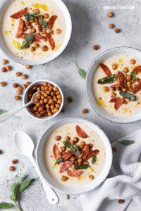 Weiße Bohnensuppe mit Chorizo, gerösteten Kichererbsen und Linsen Rezept #suppe #soup #bohnensuppe #chorizo #linsensuppe #suppenrezepte