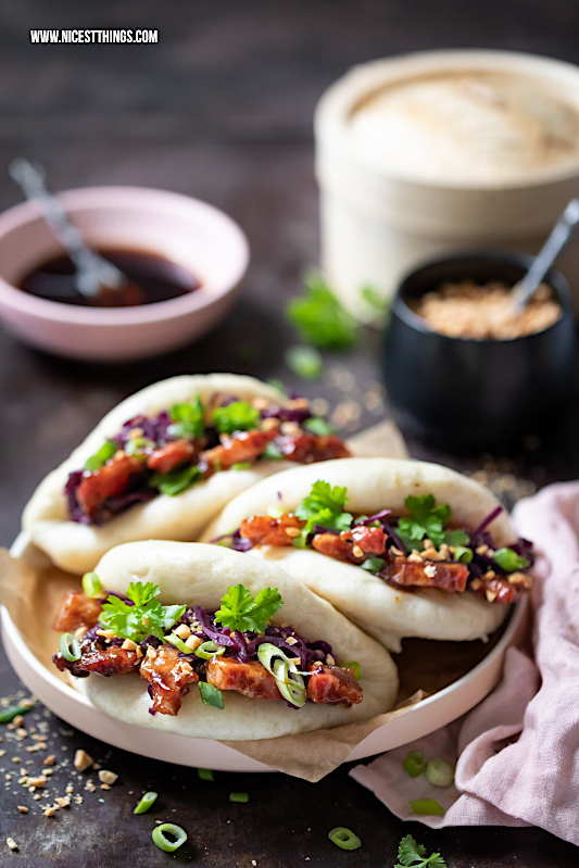 Bao Buns Rezept Thermomix Gua Bao Burger mit glasiertem Schweinebauch, Rotkohl und Erdnüssen #baobuns #guabao #asiatisch #asian #taiwanese #thermomix #rezepte #foodblogger #erdnüsse #burger #streetfood