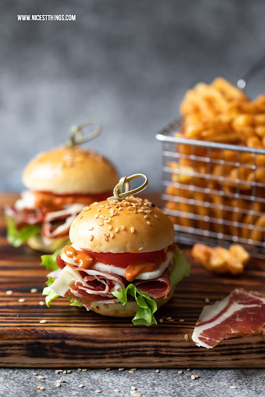 Mini Burger Tapas Burger Sliders Iberico Schinken Rezept #burger #miniburge #sliders #hampassiontour #iberico #fingerfood #partyrezepte